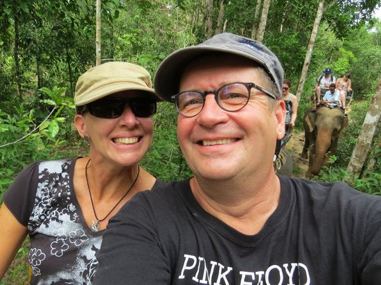 Nosey Parker's Elephant Camp - Private Day Tours : Ambling along