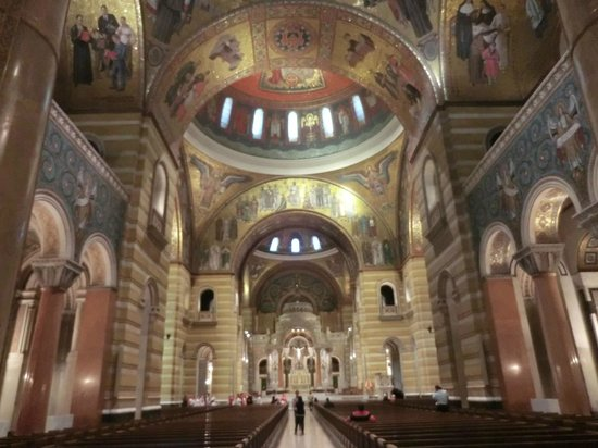Cathedral Basilica of Saint Louis: inside of cathedral