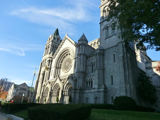 Cathedral Basilica of Saint Louis: outside of cathedral