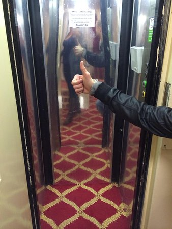 Britannia Country House Hotel & Spa: The lift in the back of the hotel -a service lift?