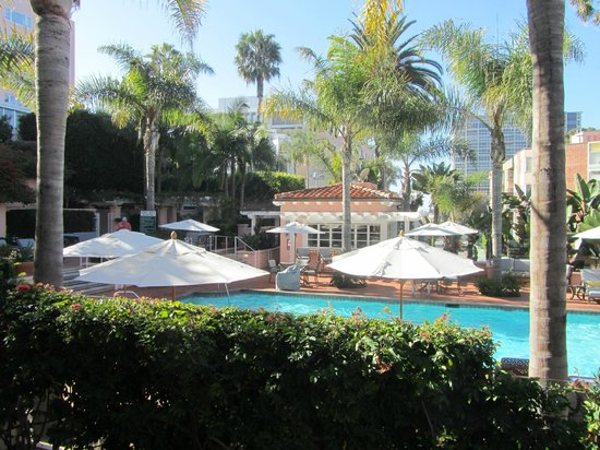 La Valencia Hotel: Pool area stocked with towels, nice lounge chairs, and also serves lunch.