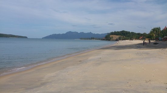Pantai Tengah, Μαλαισία: 5 minute walk from the rooms and this is what you see