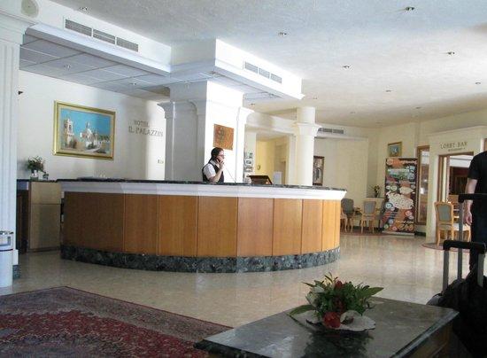 Il Palazzin Hotel: Foyer/ Lobby