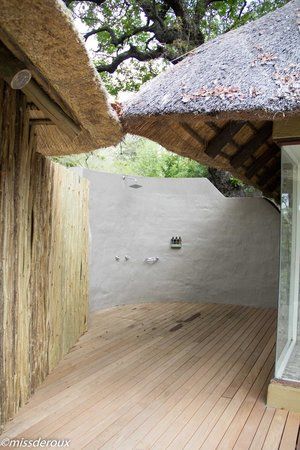 Londolozi Private Game Reserve: outside shower