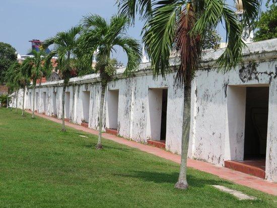 Fort Cornwallis : Walls