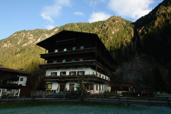 Hotel Pension Strolz: Sunny Day