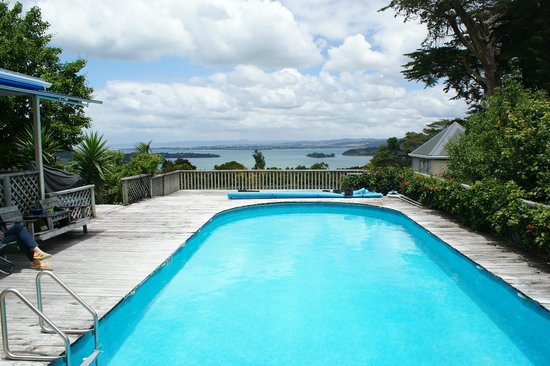 Kauri Villas: Great pool with awesome view