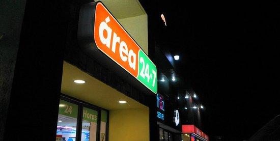 Tienda de Conveniencia / Plaza La Antigua