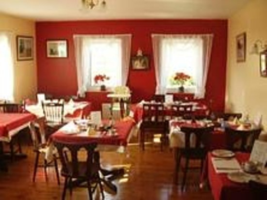 Mulhollow B&B: Our Dining Room