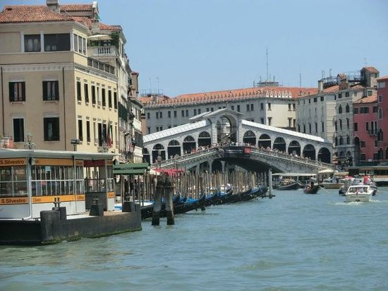 Canal Grande: Rialto bridge from Grand Canal