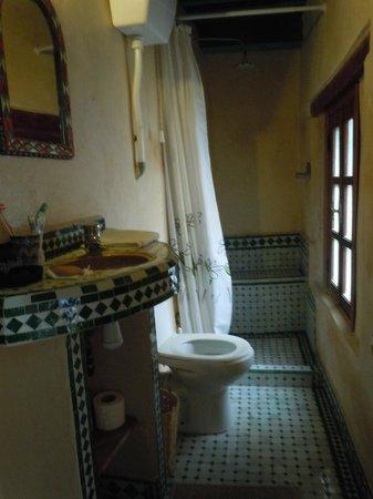 Riad Laayoun: salle de bain