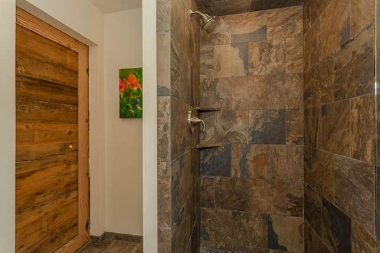Tahoe Vistana Inn : Deluxe bathroom