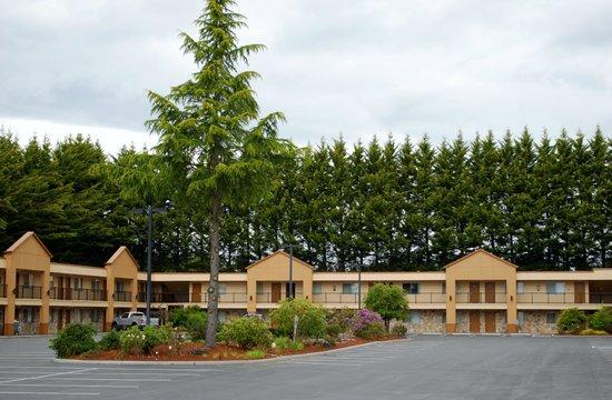 McMinnville Inn: Hotel Exterior