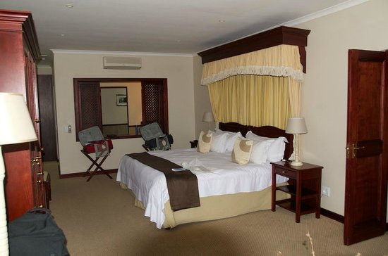 Lake Pleasant Living : Bedroom