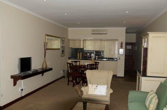 Lake Pleasant Living: Living room/kitchenette