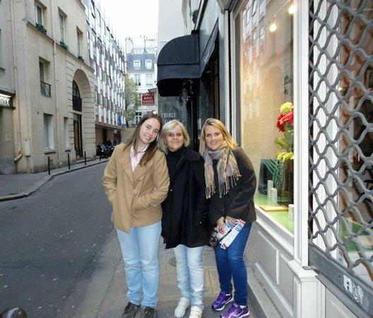 Hotel Prince Albert Louvre : Rua do Hotel - excelente localização
