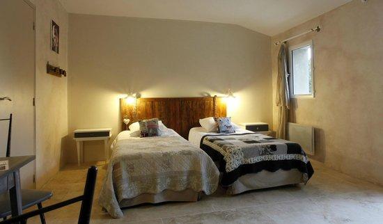 A Travers Champs : twin beds la bohème