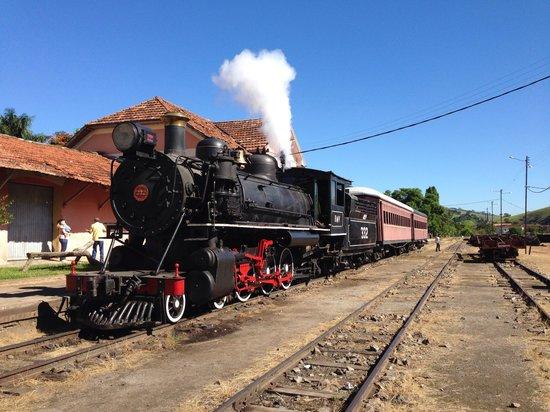 Trem saindo de Passa Quatro...