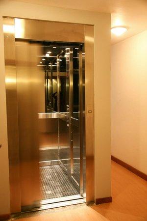 Hotel Premier: ascensor