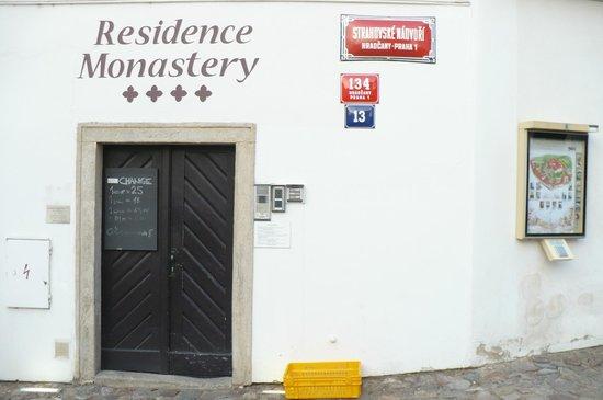 Hotel Monastery: Entrada do hotel