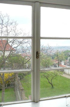 Hotel Monastery: Vista da janela de um dos quartos no 2o. piso