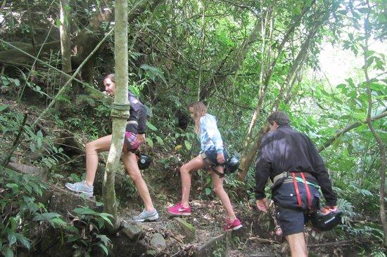 El Chorro Macho : Hiking up to the zip lines