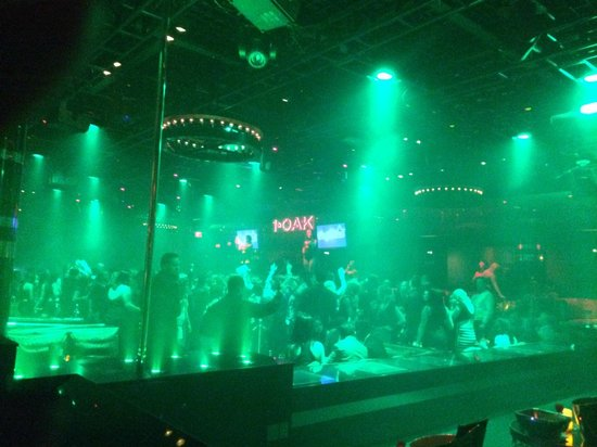 1OAK Nightclub : Balada lotada e animada.