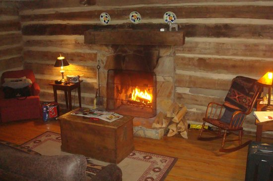 Pilot Knob Inn : Living Room/Fireplace