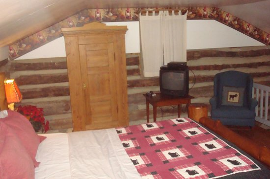 Pilot Knob Inn : Bedroom