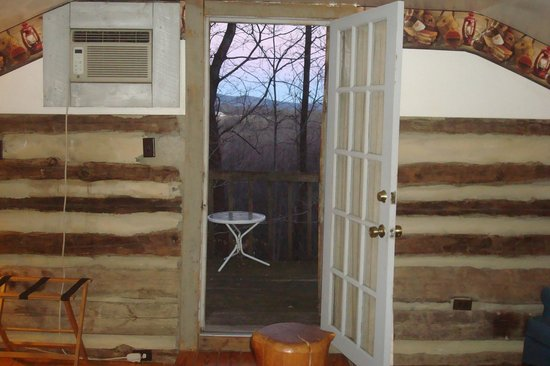 Pilot Knob Inn: balcony off of bedroom