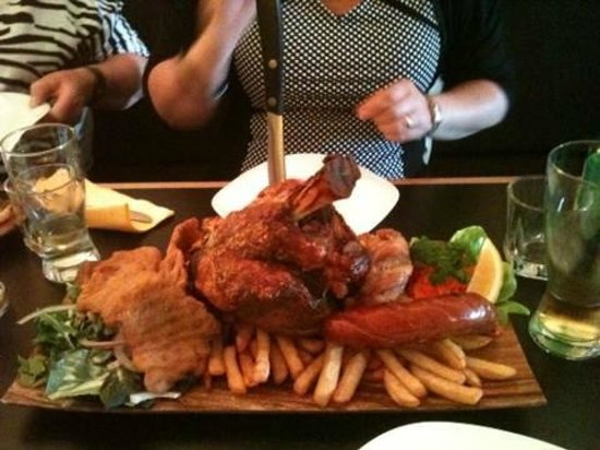 Kraut's Restaurant & Bar: The mains platter for 2.  Wow!