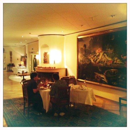 Grand Hotel Regina Grindelwald : Fondue im Salon vor dem Kamin