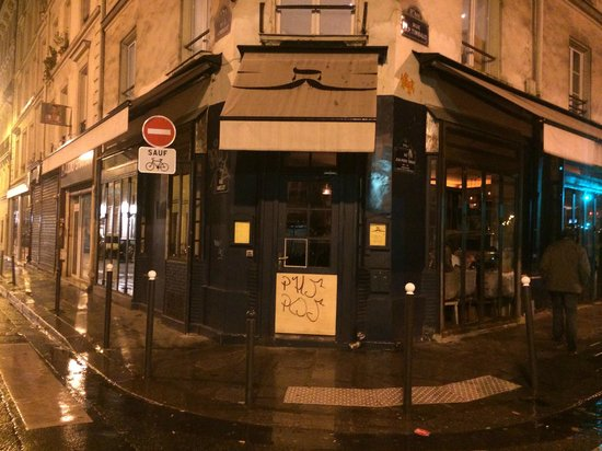 Chez moustache paris bastille oberkampf restaurant for Piscine oberkampf