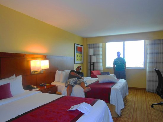 Courtyard by Marriott Miami Airport: Quarto