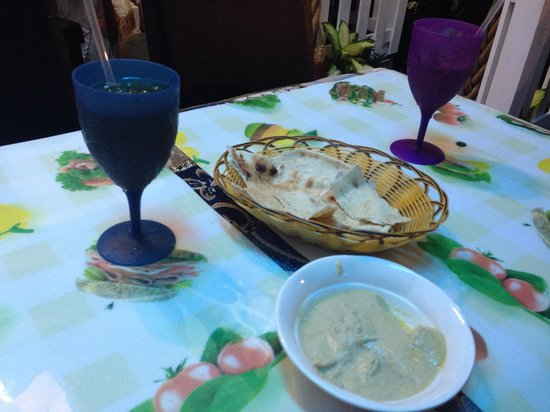 Deli Moroccan: Drinks and the bland hummus