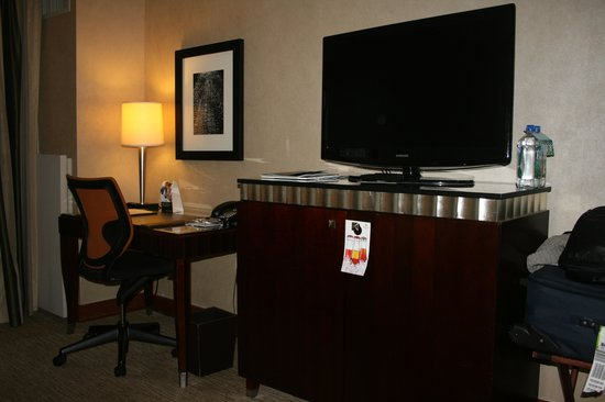 The Bostonian Boston: Desk, TV and draws