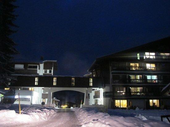 Maeva Résidence Le Mont d'Arbois : Hotel wieczorem