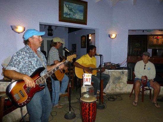 Rainbow Inn : Local Live Music