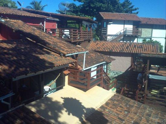 Isola Bella Hospedagem : Vista da janela do quarto para os outros quartos