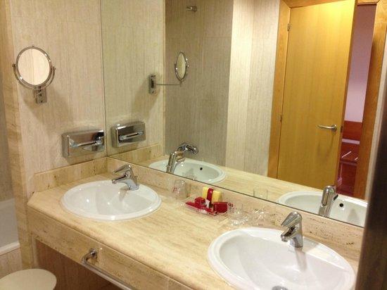 Hotel & Spa Peniscola Plaza Suites: Baño