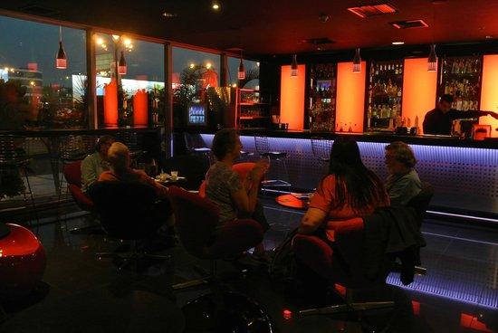 Wyndham Costa Del Sol Lima Airport: Pleasant bar
