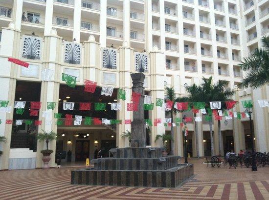 Hotel Riu Vallarta : Hotel courtyard