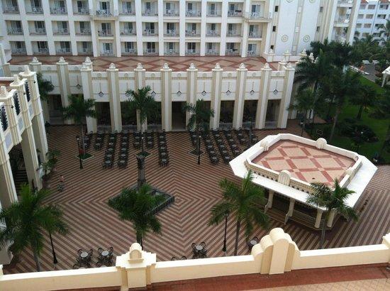 Hotel Riu Vallarta : View of the courtyard