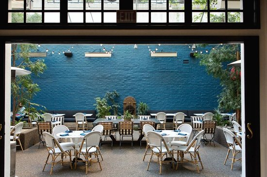 Palihouse West Hollywood: Courtyard Brasserie
