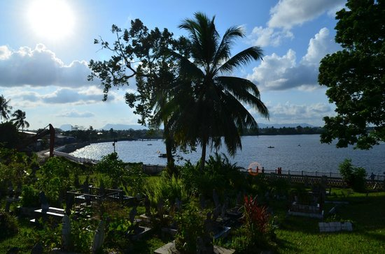 Kuching Mosque: View from the cemetery