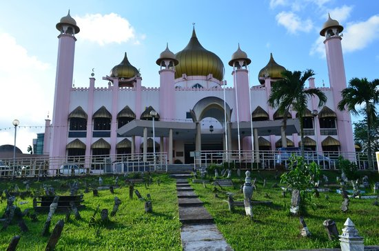 Kuching Mosque: view from inside the cemetery