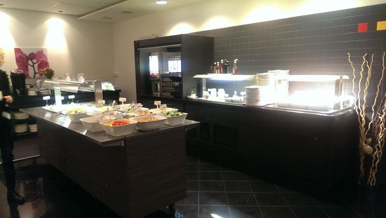 Park Inn by Radisson Oslo: breakfast at the hotel
