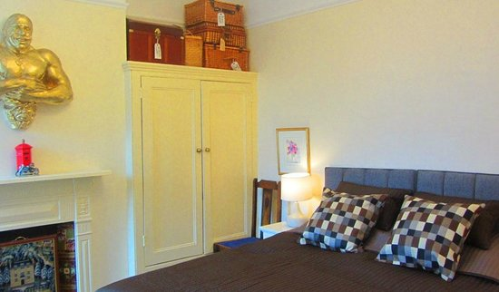 Keslake Towers B&B : The Narnia Room with queen double or twin beds
