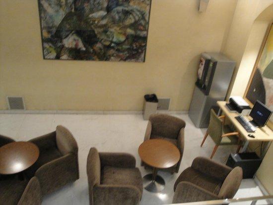 Hotel Sant Angelo: Sala de café y computadora