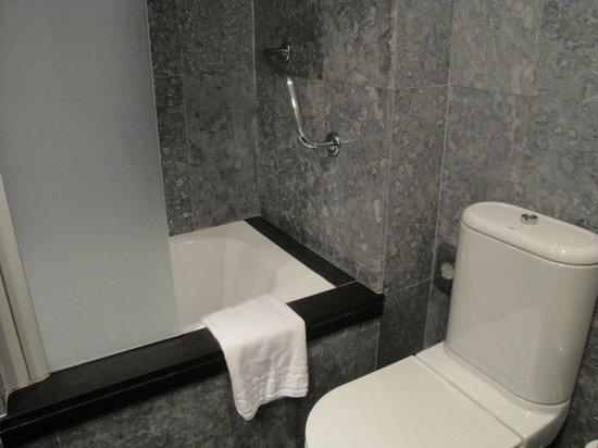 Hotel Sant Angelo: Baño